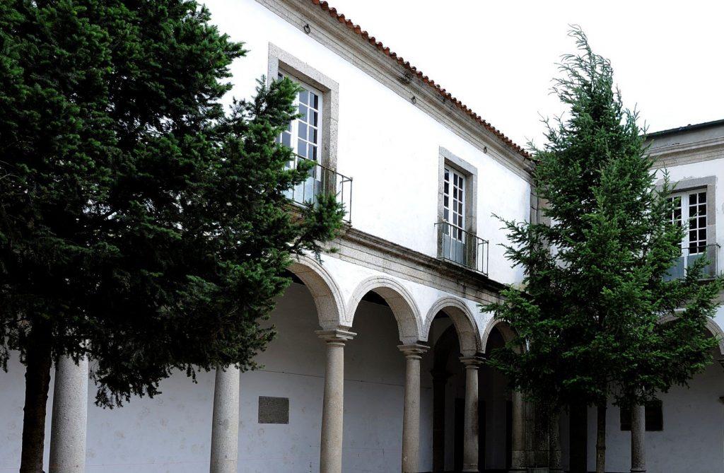 Claustro do Mosteiro de S. Savaldor de Travanca