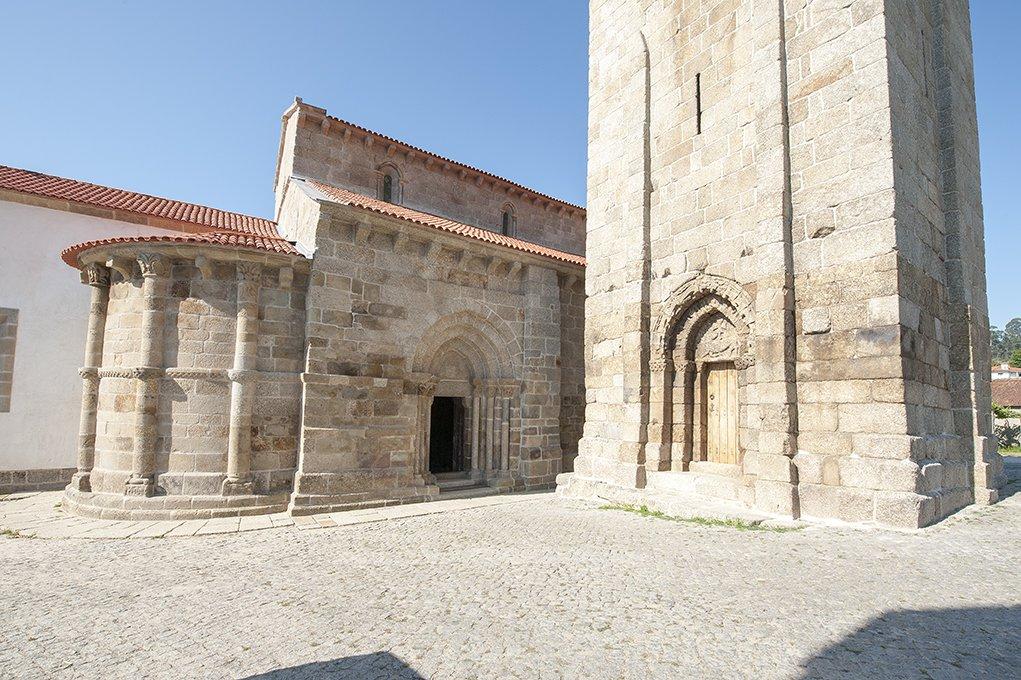 Fachada Norte e Torre do Mosteiro de S. Salvador de Travanca