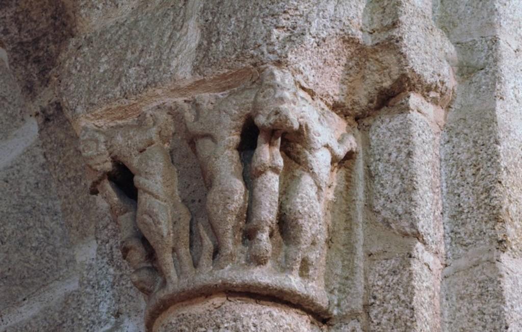 Capitel do interior do Mosteiro de S. Salvador de Travanca