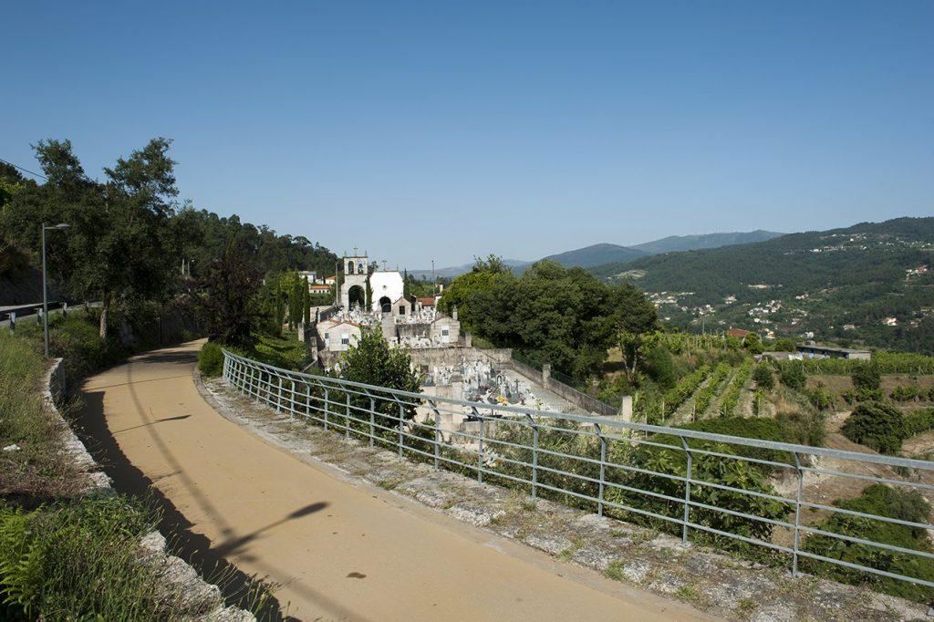 Igreja de São João Batista de Gatão vista da ecopista do Tâmega