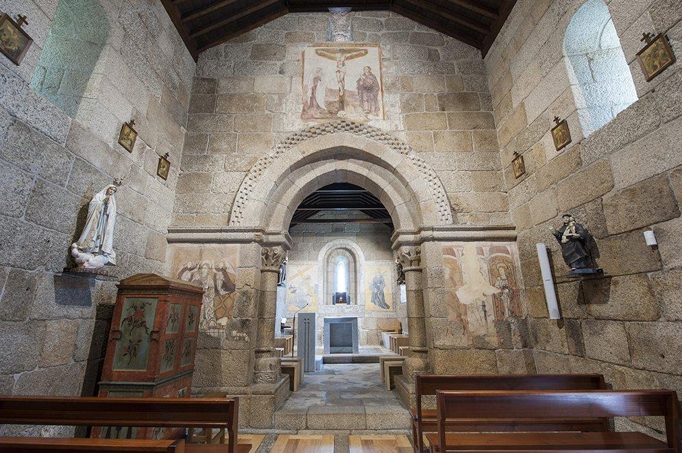 Nave e capela-mor, interior da Igreja de São João Batista de Gatão