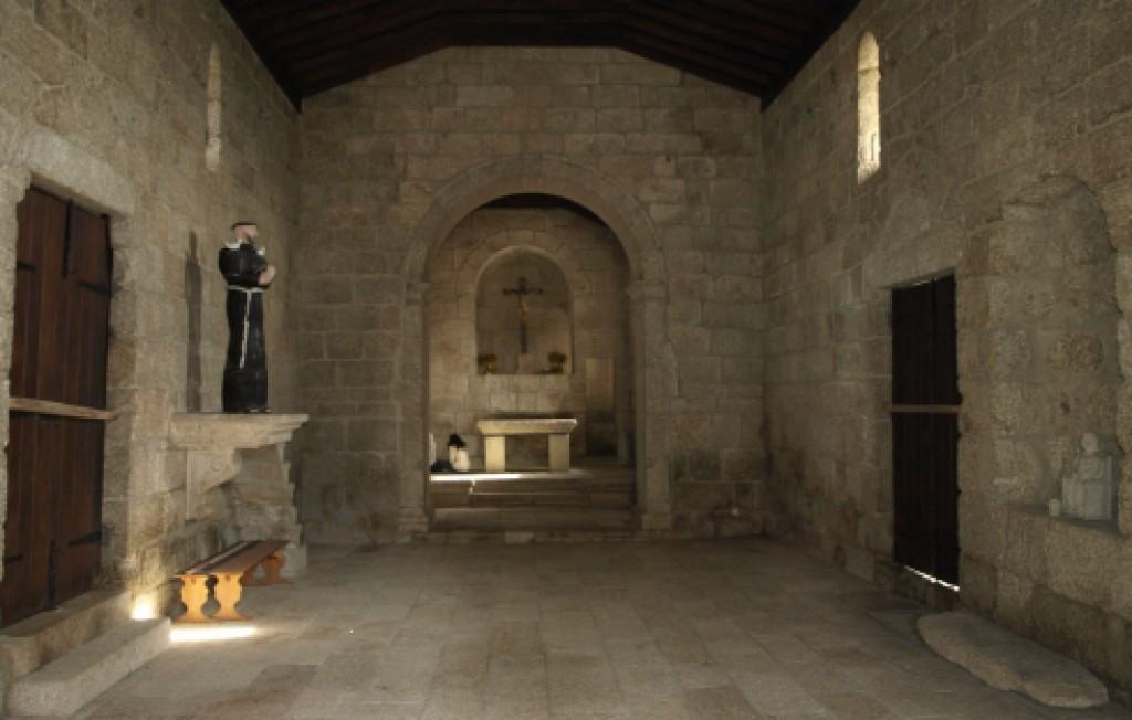 Interior da Igreja de Santa Maria de Gondar, voltado para o altar-mor