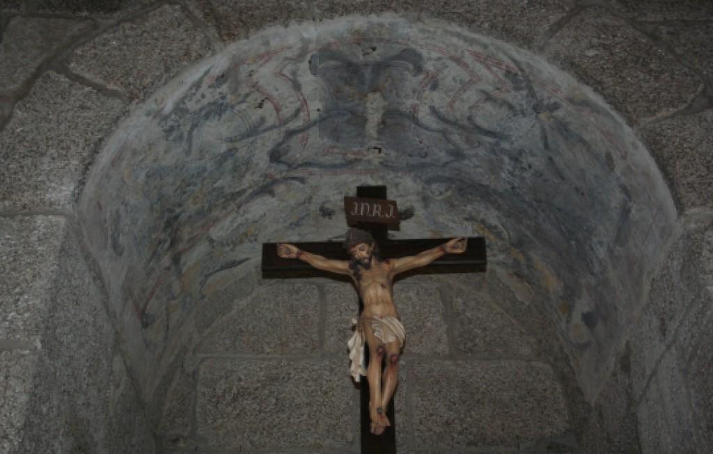 Pormenor do interior do arco sobre o Cristo crucificado da Igreja de Santa Maria de Gondar