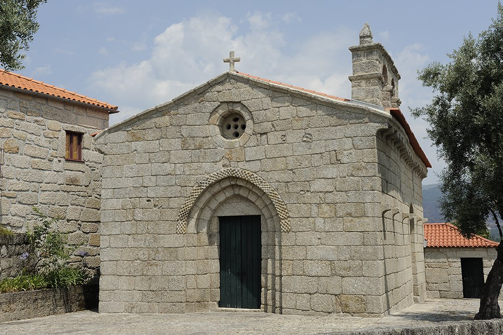 Fachada principal da Igreja de Santa Maria de Gondar