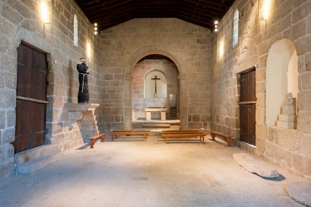Interior da Igreja de Santa Maria de Gondar voltado para o altar-mor