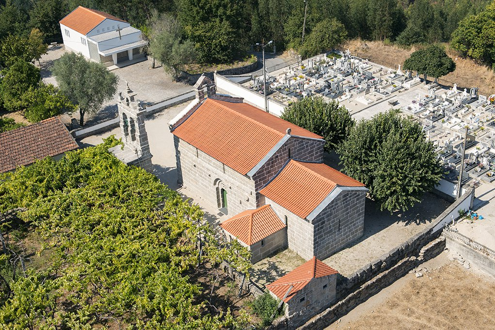 Vista aérea da Igreja de Santa Maria de Jazente