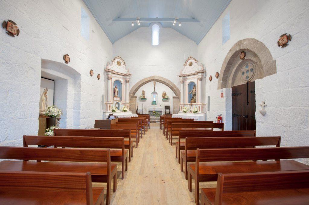 Nave central e altar-mor, interior da Igreja de Santa Maria de Jazente