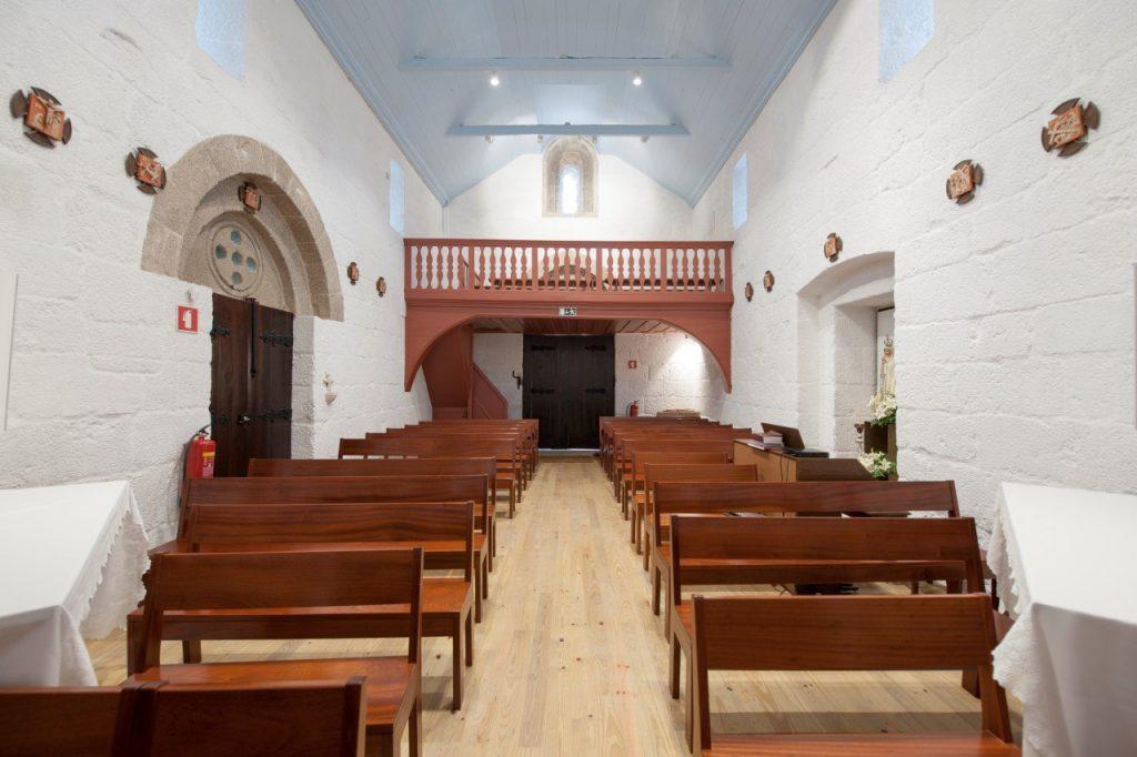 Nave central e coro alto, interior da Igreja de Santa Maria de Jazente