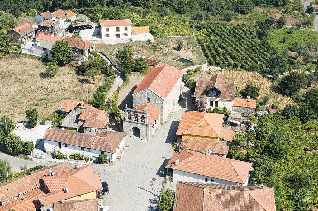Vista aérea da Igreja de Santo André de Telões