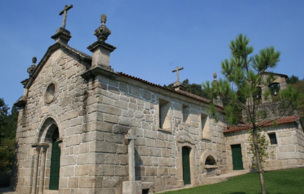 Torre e fachada sul da Igreja do Salvador de Real, exterior