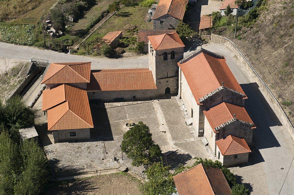 Vista aérea do Mosteiro do Salvador de Freixo de Baixo