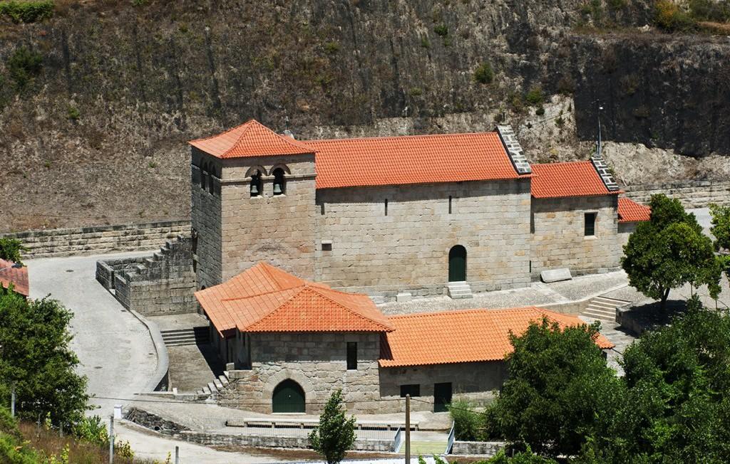 Vista sul do Mosteiro do Salvador de Freixo de Baixo