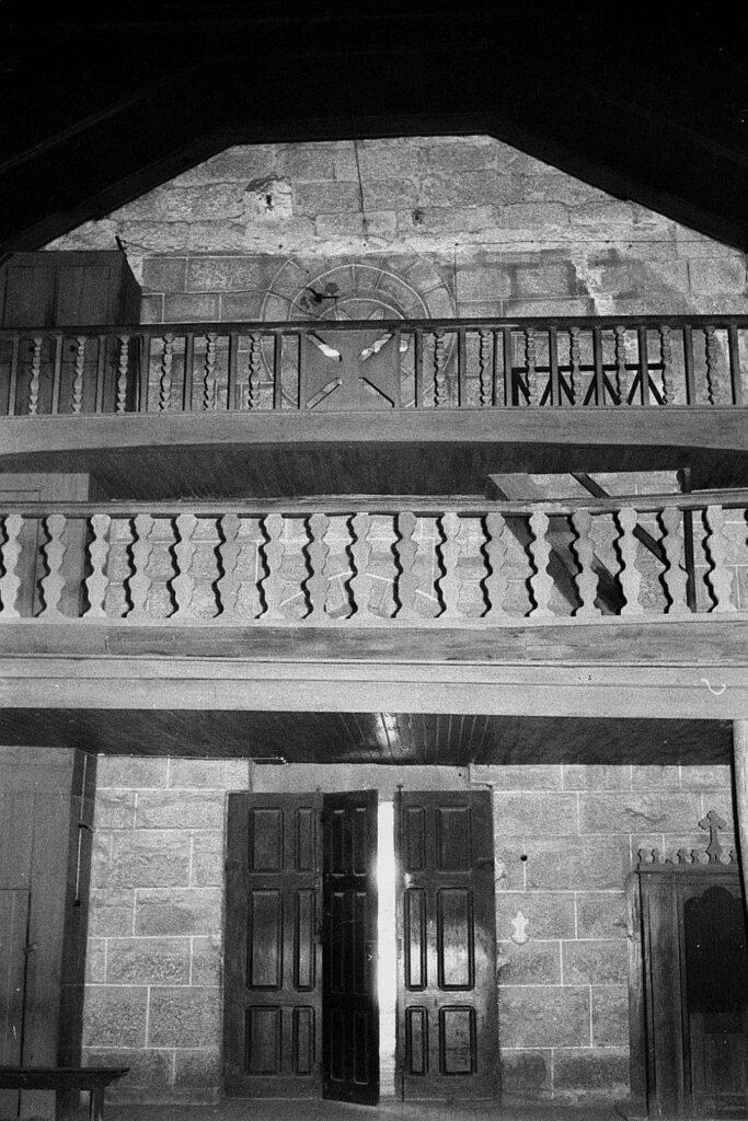 Imagem do início do séc. XX do interior da Igreja de Santo André de Telões
