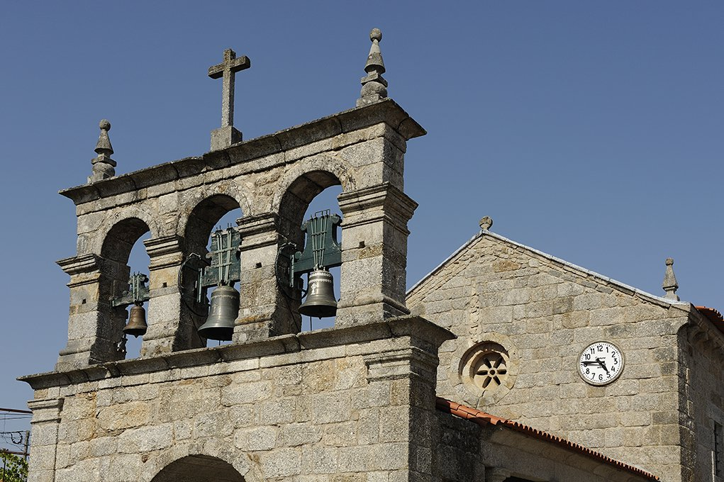 Torre sineira da Igreja de Santo André de Telões