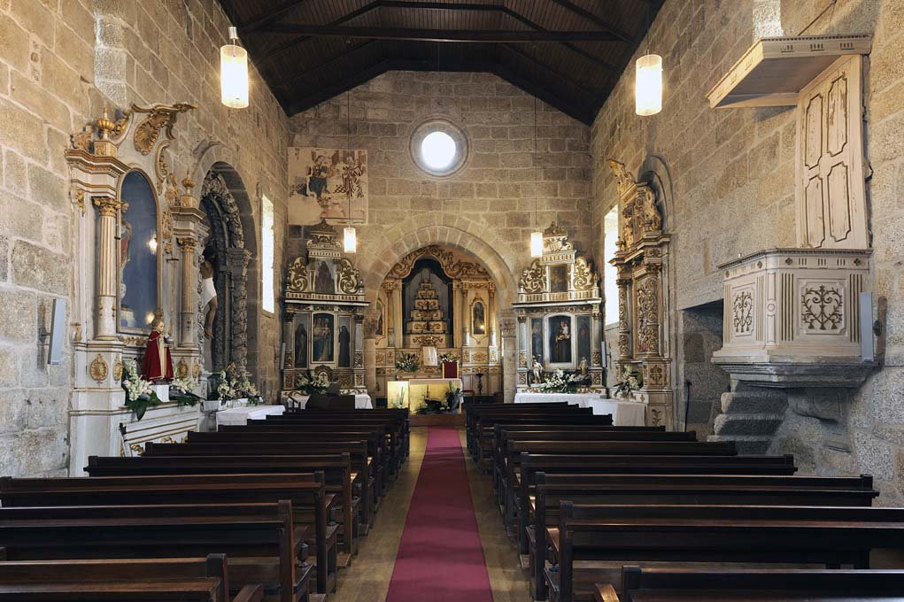 Nave e Capela-mor, interior da Igreja de Santo André de Telões