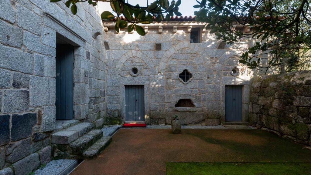 Claustro do Mosteiro de São Martinho de Mancelos