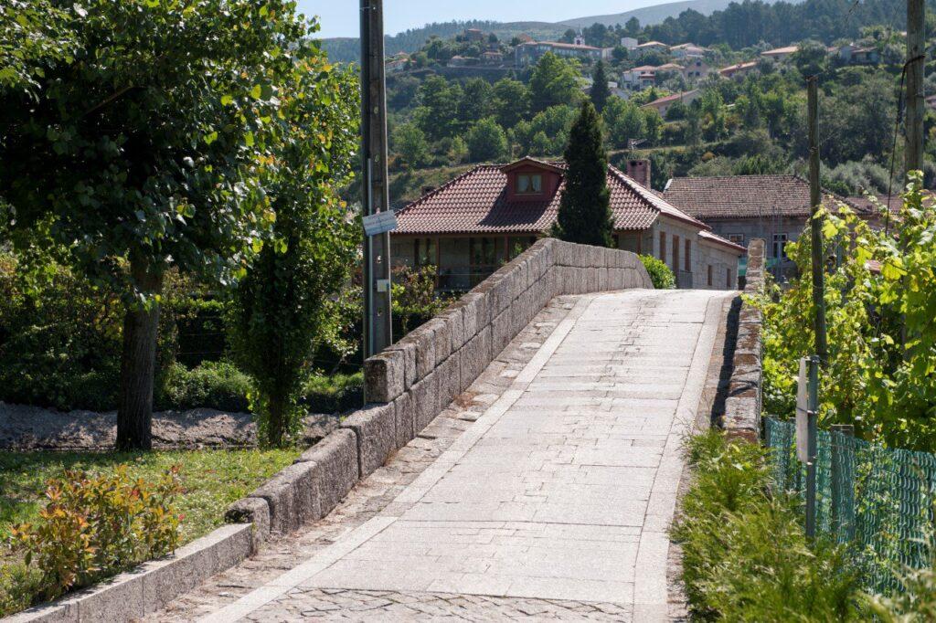 Pavimento da ponte de Fundo de Rua