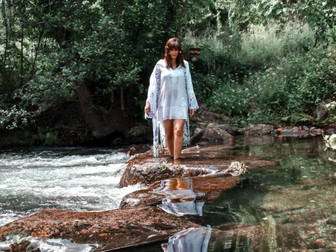 Caminha aquática no rio Olo