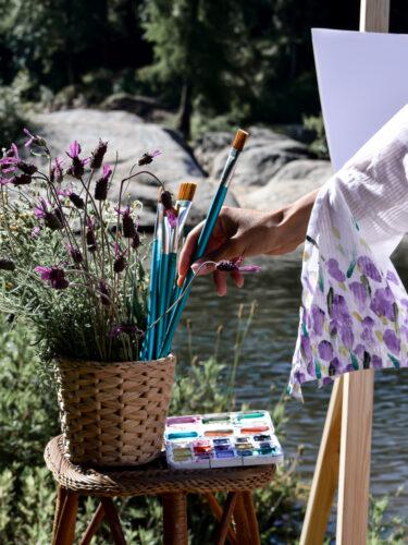Pincéis para pintura junto ao rio Tâmega